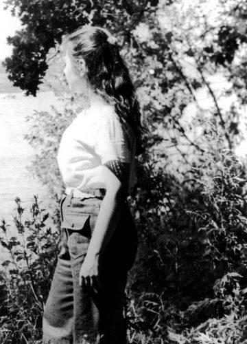 Lena looking at river_019
