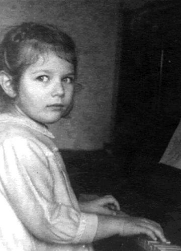 Yelena 5 years old at piano