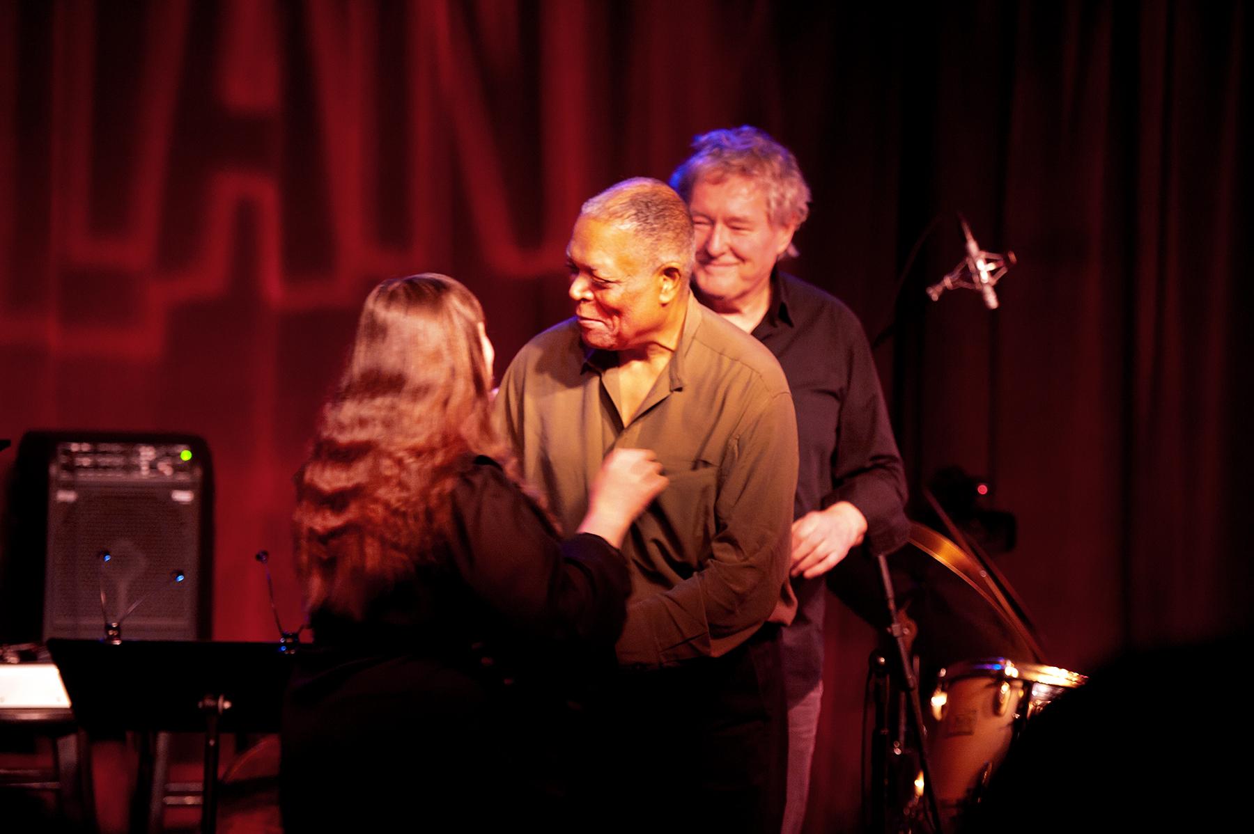 Lions Trio: Yelena Eckemoff, Arild Andersen & Billy Hart ·