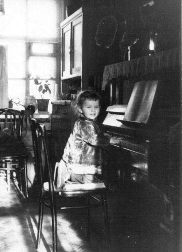 Yelena, 1962