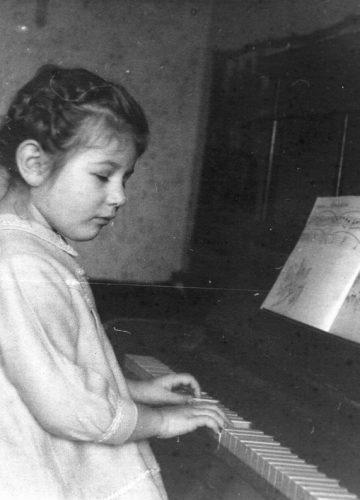 Yelena, 1965