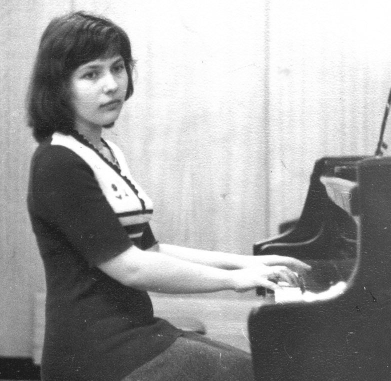 Yelena, 1977 playing grandpiano