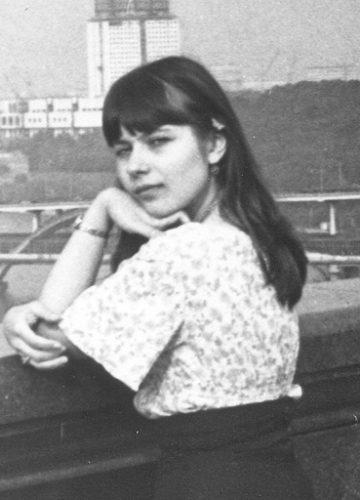 Yelena, 1983, Luzniki background